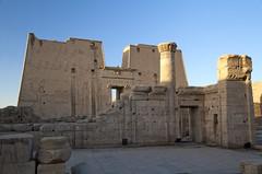 Entrance building ruins (Stephan Alberola) Tags: egypt nile horus nil edfu idfu dahabiya sonestaamirat