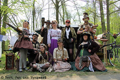 Steampunk Expeditions Gesellschaft (House Of Secrets Incorporated) Tags: thenetherlands groupshot eff haarzuilens steampunk elffantasyfair elfia elffantasyfairhaarzuilens fantasyevent effhaarzuilens elfiahaarzuilens