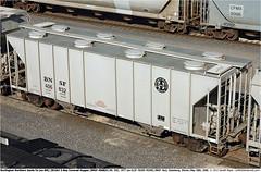 BNSF406832GB_200506 (Catcliffe Demon) Tags: usa illinois lo bn gsc railways bnsf burlingtonnorthern railroading freightcars burlingtonnorthernsantafe 2bay coveredhopper usatrip5may2006 greenvillesteelcar wagonsontheweb 3010cf