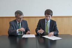 José Viegas and Cristian Bowen signing