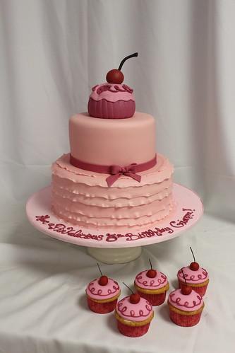 Pinkalicious Book Cake & Cupcakes