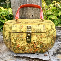 So retro! Love this 1960s wood decoupage box purse with lucite handle. Just listed in my shop. #boxpurse #lucitepurse #retrofashion #1960sfashion #decoupage #palmbeaches #pursecollection #vintagestyle #vintageshop #vintagejewelry #jewelrybox #vintagebags (janet_colwell) Tags: instagramapp square squareformat iphoneography uploaded:by=instagram vintagehandbags vintagepurses retrofashion