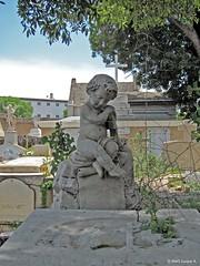Querubn (Ins Luque Aravena) Tags: angel ngel cherub chubby tree cross croce rbol cruz querubn plomo grey statue estatua scultpture escultura valparaso excrcel cementerio cemetery