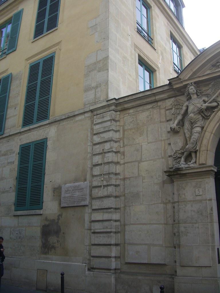 Maison natale de Sarah Bernhardt - rue de L'école de Médecine, Paris VIe