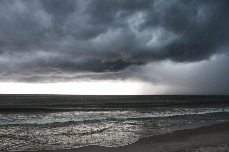 web_stormpatrick_raining_0114