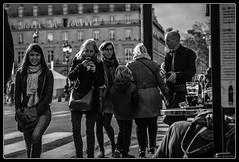 Lumière du soir (Maestr!0_0!) Tags: street people white black paris canon 50mm noir candid 1d rue blanc gens