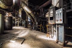 Frozen (Yann PESIN) Tags: urbex urban urbexing exploration decay oblivion path urbaine oubli ruine abandoned places exploring