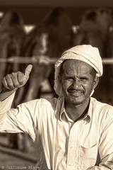 Eleveur de chameau Emirati (Darth Jipsu) Tags: people gens awesome sepia black white noir et blanc uae eau miratsarabesunis emirates emirati chameau