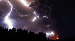 [Free Image] Society / Environment, Disaster, Volcano, Lightning / Thunderbolt, Eruption, Chile, Puyehue Volcano, 201106131900