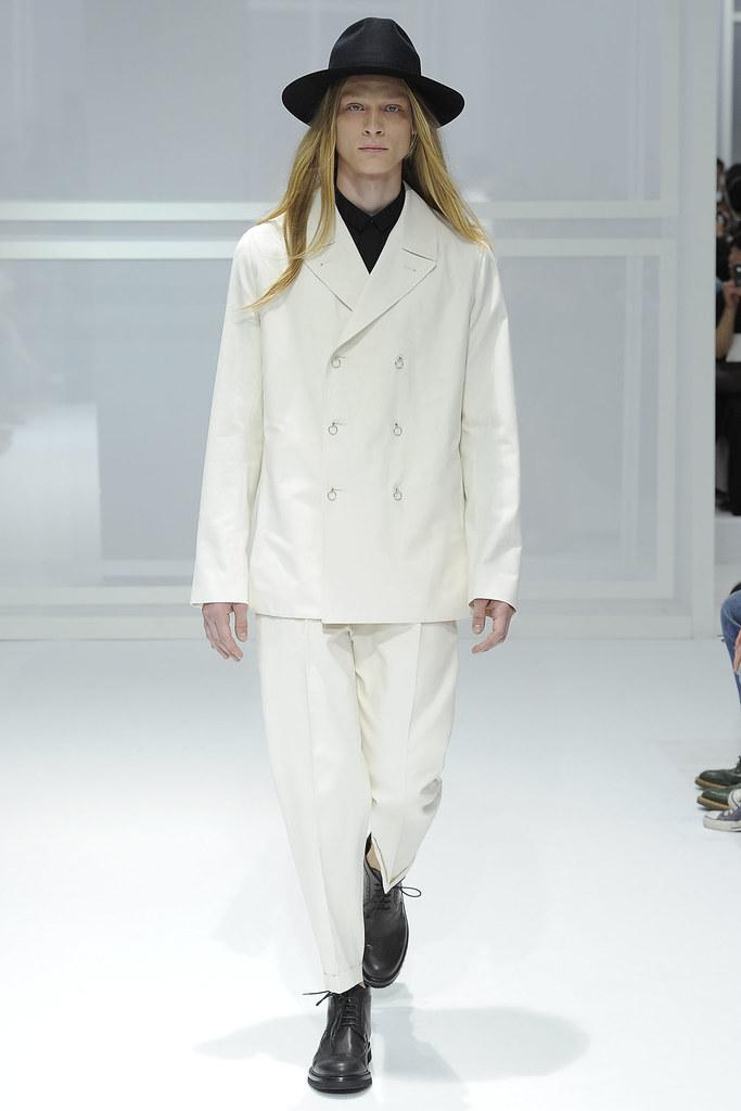 SS12 Paris Dior Homme008_Eugeniy Savchenko(VOGUEcom)