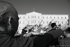 (spirofoto) Tags: people square greek photo foto fotograf fotografie photographer metro photos internet journal protest photojournalism greece international staff fotos revolution imf aus anti griechenland proteste journalism bilder memorandum reportage athen fund verkauf monetary syntagma freelancer fotoreporter aufstand nachrichten griegos aktuell sintagma vermittlung fotojournalismus spirofoto          indignados           indignadosgriegos