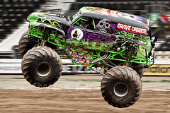 Grave Digger (|| the stranger |) Tags: air motionblur gravedigger panning derby monstertrucks monsterjam footballstadiums pridepark