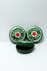 Heineken Faces (Ricardo Savegnago) Tags: light red white verde green beer canon heineken faces cerveja lighbox 500d canoneost1i t1i