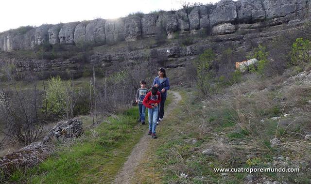 Paseo por el monte siguiendo una antigua via romana