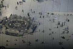 nampak kecil (laviosa) Tags: family candid haram mecca umroh 2014 mekkah jabalrahmah masjidil masjidilharam jabaltsur arminareka pullmangrandzamzam