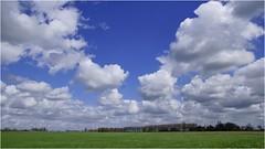 Heiteln Homeland 29 (Hindrik S) Tags: cloud holland green dutch clouds rural landscape sony country nederland wolken bluesky land blau tamron friesland homeland landschap wolk platteland a300 frysln cloudhunter tamron1750 sonyalpha tamronspaf1750mmf28xrdiiildasphericalif lnskip jelsum cloudhunting 300 platteln alpha300 sonyphotographing ldln heiteln jelsumeraldlan