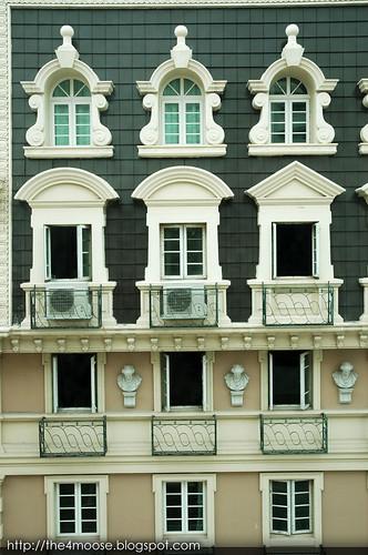 Kingston Suites - Facade