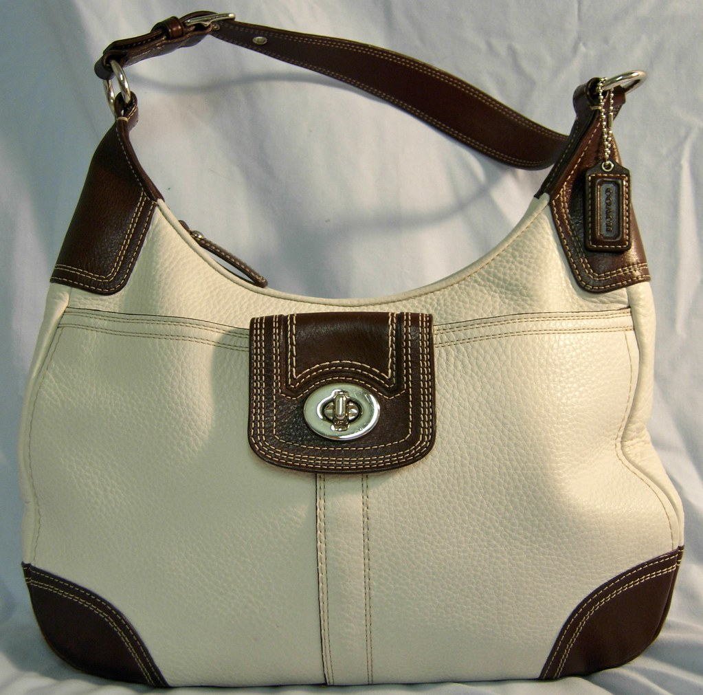 Coach wht & Brn leather purse F13956 Description