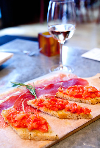 Proscuitto and Tomate con pane