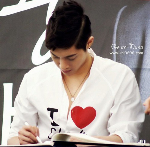 Kim Hyun Joong Fan Signing at Times Square [2011.06.19]