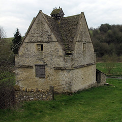 Naunton Dovecote (Martin Beek) Tags: hello family hope one for this is with martin you room south paintings front gloucestershire well nora your yours his hanging while their lovely staying alistair finds blessed ruislip naunton 6thapril2012