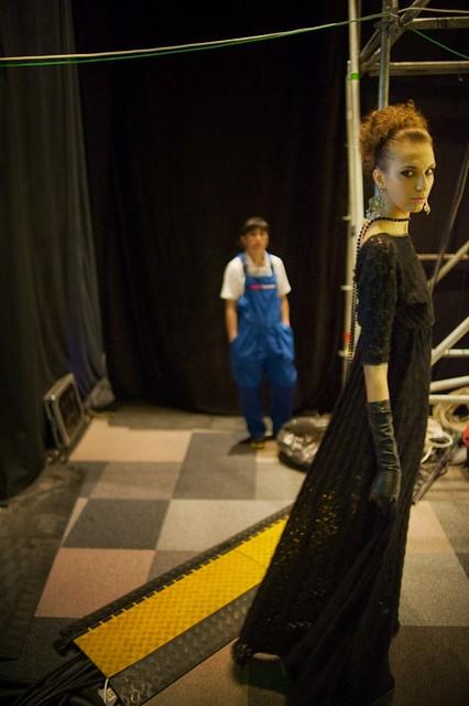street city blue portrait people black color girl yellow fun model shadows russia moscow backstage fashionweek 2x3 flynx d700 afnikkor2814d mercedesbenzfashionweekrussia