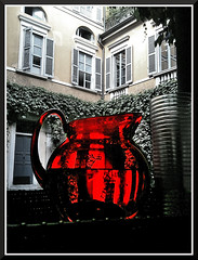 Red! (Daniele Meregalli) Tags: red water glass bottle courtyard transparency pitcher acqua rosso vetro cortile brocca trasparenza