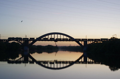 Voskresensk railway bridge evening train 20140520 3435