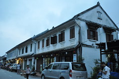 At around 05:45 most shops are closed (oldandsolo) Tags: southeastasia earlymorning buddhism tourists lp laos luangprabang buddhistmonk laopdr makingmerit unescoworldheritagecity buddhistreligion takbat buddhistfaith morningalmsgivingritualluangprabang morningalmsgivinginluangprabang
