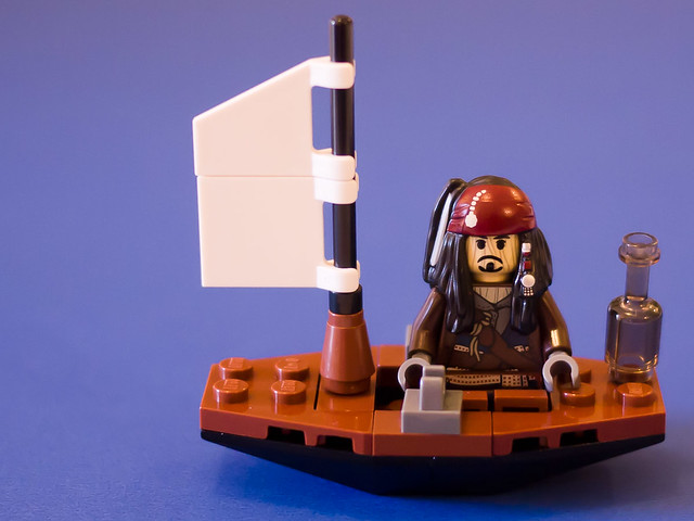Voodoo Jack Sparrow (Lego polybag 30132)  in a boat