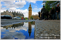 London (david gutierrez [ www.davidgutierrez.co.uk ]) Tags: reflection london architecture mirror unitedkingdom bigben wideangle clocktower neogothic passerby palaceofwestminster summerday capitalcity famouslandmark brightbluesky londonlandmark lowview streetreflection colorphotoaward fourfacedclock mygearandme famoustouristattractions