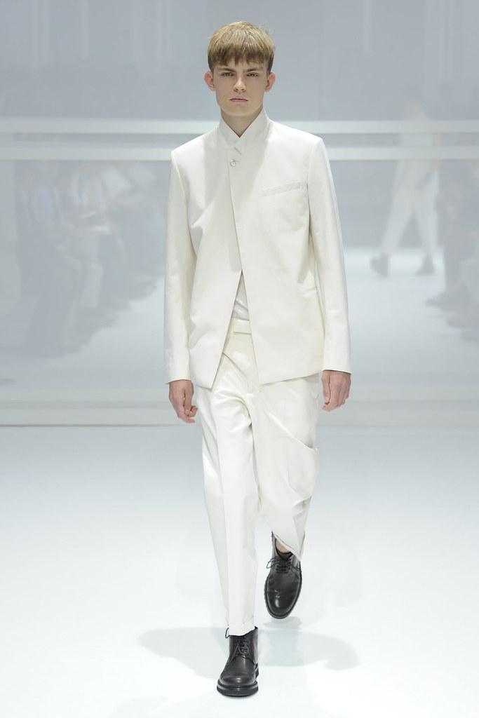 SS12 Paris Dior Homme002_Timothy Kelleher(VOGUEcom)