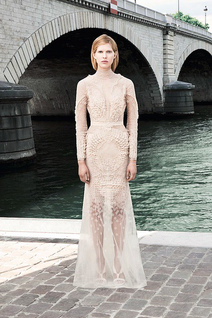 givenchy-couture-fall-2011-013_161747618964