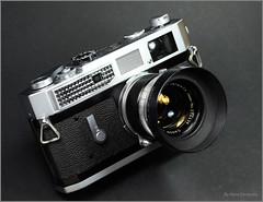 Canon 7 on Display (02) (Hans Kerensky) Tags: original film 35mm canon lens japanese 50mm 7 rangefinder hood lightmeter 118 anywhitefieldtagbyflickrsspamtagbot
