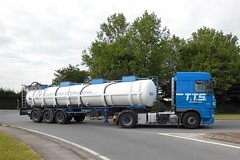 """DAF XF 105.460 """"T.T.S. SK Line"""" Semi-Remorque Citerne """"Contichim"""" (xavnco2) Tags: blue france truck bleu lorry camion trucks 105 tanker picardie daf lkw semitrailer somme 460 xf autocarro citerne longueau chimique semiremorque"""