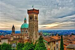 Torre e Duomo di Lonato (giannipiras555) Tags: panorama torre cupola campanile nuvole tramonto bandiera