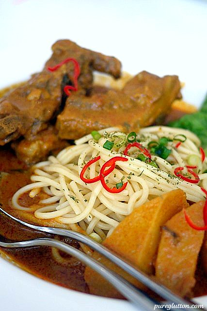 curry ribs pasta