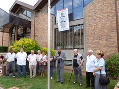 Dépôt de la banderole exigeant la libération des otages