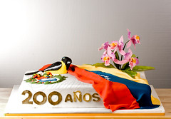 200 anos Venezuela (Bettys Sugar Dreams) Tags: orchid germany coatofarms venezuela hamburg crest cattleya orchidee zucker blten wappen troupial 200aos sugarflowers motivtorten bettyssugardreams bettinaschliephakeburchardt