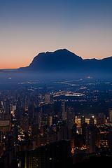 Llums de ciutat. (Vicent.Galiana) Tags: sunset atardecer puestadesol bluehour benidorm postadesol capvespre puigcampana horaazul horablava