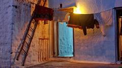 Bucato notturno..... (Delvecchio Dario) Tags: india scala karnataka badami notturno bucato lampadina pannistesi