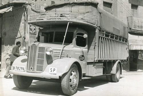 Plaça dels Turers de Banyoles (19 d'abril de 1954).