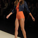Alessandra Ambrosio confirmando o laranja como tendência para o verão
