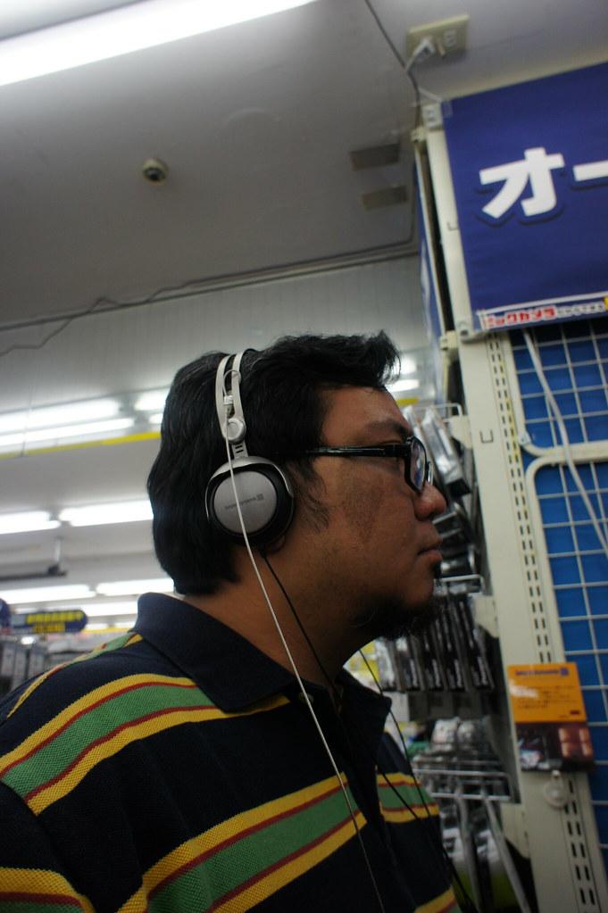 5839668642_b68b8f0016_b A Filipino Headphiler in Osaka
