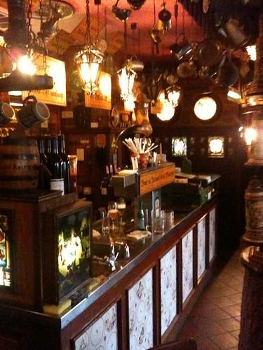 <span>francoforte</span>La birra c'è, hanno finito il barista<br><br><p class='tag'>tag:<br/>francoforte | luoghi | </p>