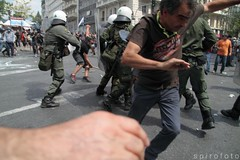 (spirofoto) Tags: people square greek photo fight riot foto fotograf fotografie photographer metro photos internet journal protest photojournalism greece international staff fotos revolution imf aus griechenland riots proteste journalism bilder reportage athen fund verkauf monetary syntagma freelancer fotoreporter aufstand nachrichten aktuell occupy sintagma vermittlung fotojournalismus spirofoto policephoto                   antimemorandum