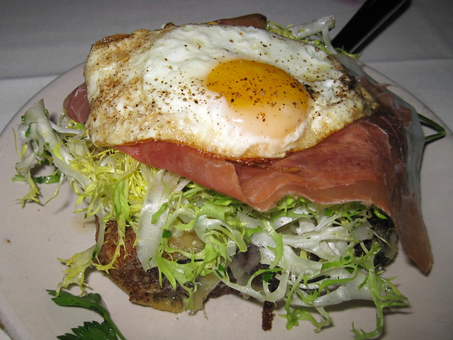 Brioche w. Prosciutto, gruyere, and egg