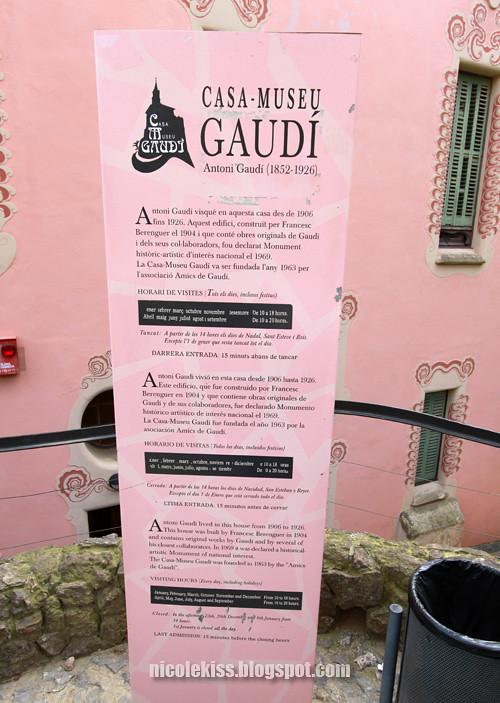 gaudi pink house