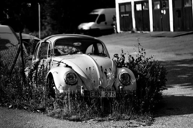 volkswagen beetle car wreck canon bw black white stockholm sweden photography