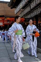 (Tamayura) Tags: japan nikon kyoto maiko geiko gion jul kansai d3 yasaka 2011 2470mmf28g osendo miyabikai 201107051027440